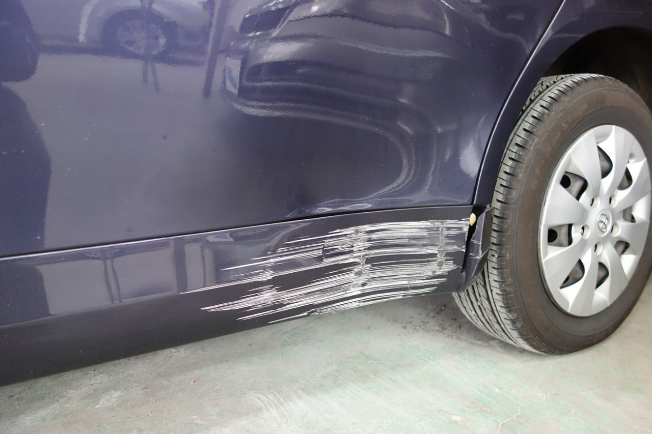 車 の 傷 修理 代